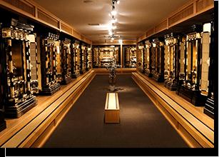 2階では中型・大型金仏壇を展示しております